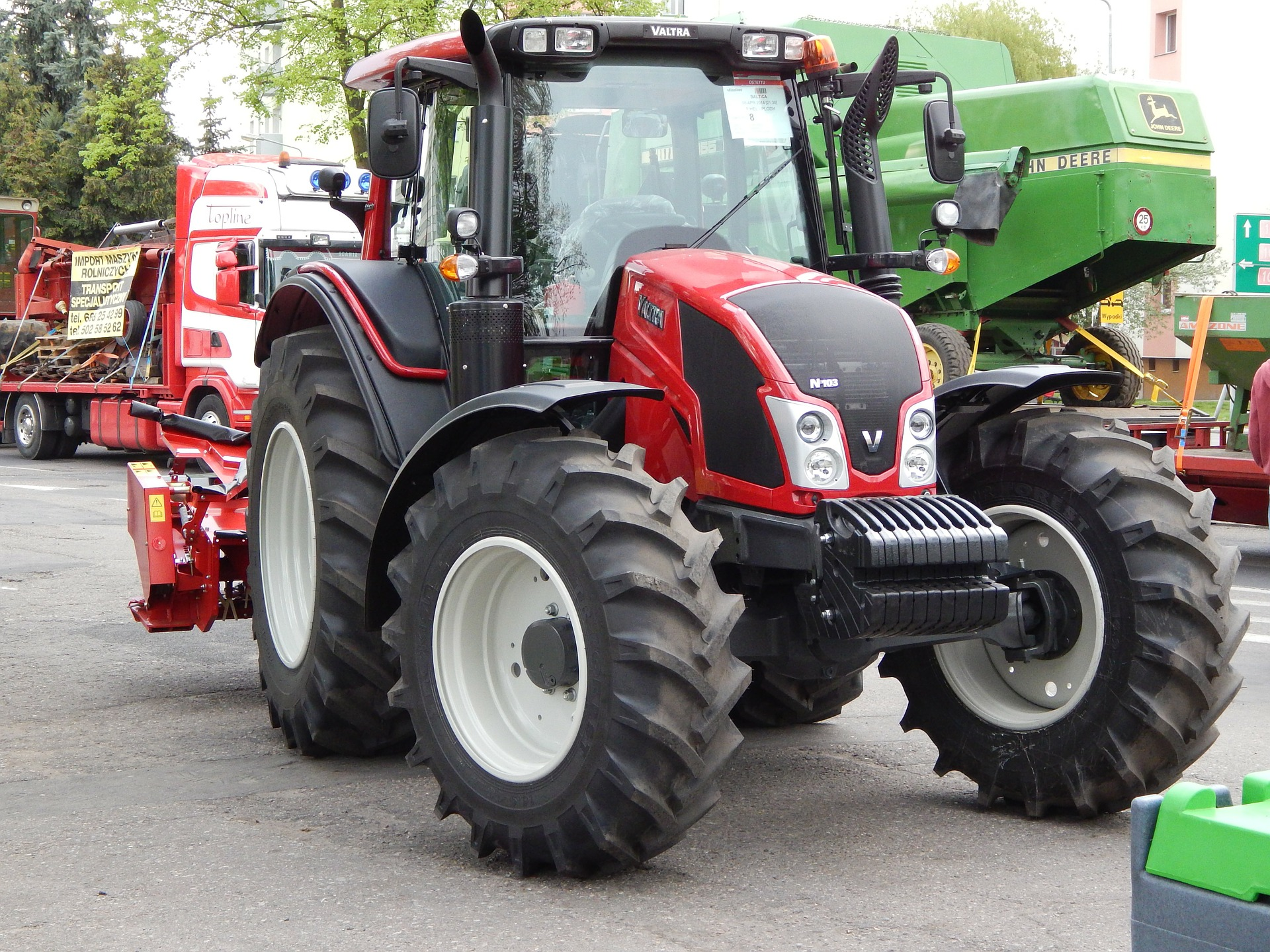 tractor-332996_1920